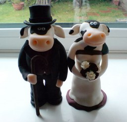 1024x768px Cow Wedding Cake Toppers Picture in Wedding Cake