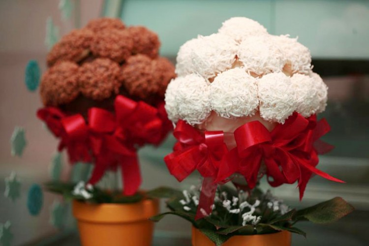 Cream Puff Centerpieces For Wedding Picture in Wedding Cake