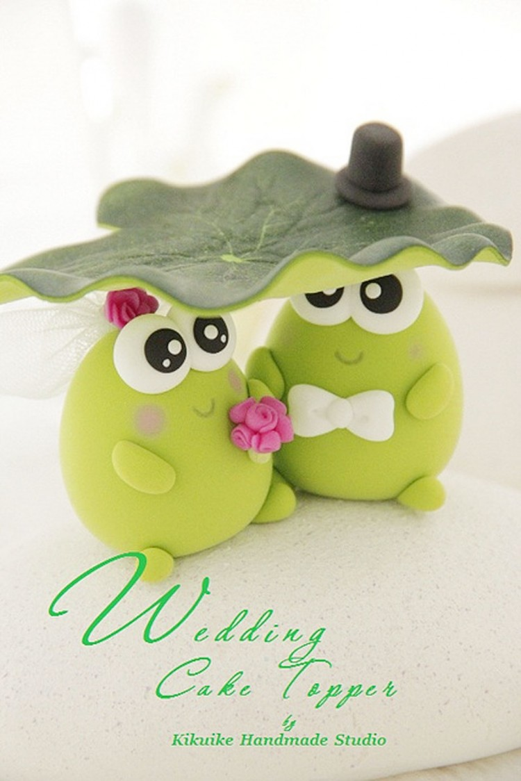 Cute Frog Wedding Cake Topper Picture in Wedding Cake